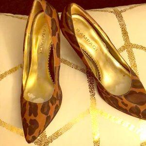 "2"" Size 9 animal print heel"